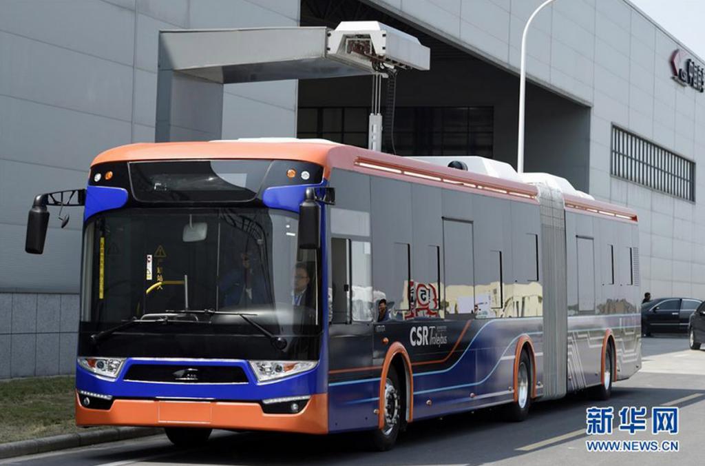 Un autobus capacitivo in ricarica