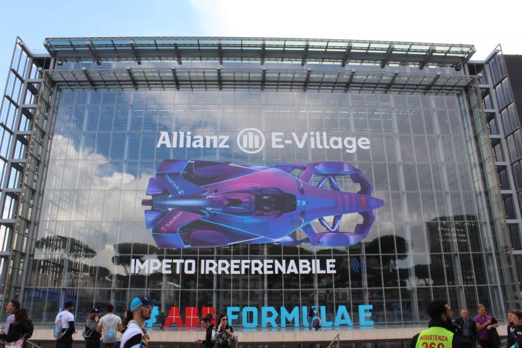 """La famosa """"nuvola"""", uno degli edifici simbolo della Roma moderna, ha ospitato molti eventi ed esposizioni il giorno della gara"""