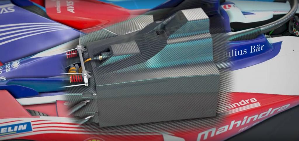 Spaccato delle batterie attualmente in uso in una vettura di Formula E. Il peso notevole (circa 385 Kg) e il posizionamento sul fondo della vettura permettono di abbassare il baricentro delle auto elettriche, migliorando la stabilità in curva.